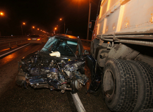 Серьезные травмы получил молодой водитель легковушки после скоростного тарана КамАЗа под Ростовом
