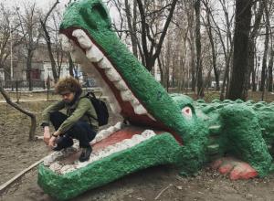 Известный московский блогер после запрета на въезд в США оказался в пасти крокодила в Ростове