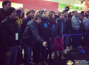 В Ростове прошел чемпионат по метанию мобильников: победитель выиграл iPhone 6. Видео