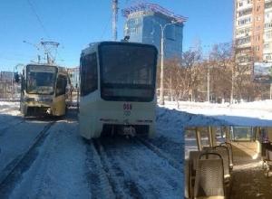 В Ростове замерзают водители трамваев, пятые сутки охраняющие застрявшие составы