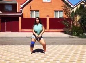 Обаятельная пышечка из Ростова зажгла своим танцем прохожих на видео