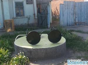 В Шахтах установили памятник слепому человеку
