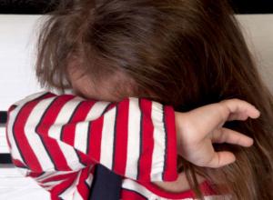 «Друг семьи» жестоко изнасиловал 9-летнюю девочку и бросил ее истекать кровью в кустах под Ростовом