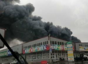 Емкости с горючими веществами взрывались на горящем рынке «Атлант-сити» под Ростовом