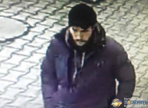 В Ростове по фото разыскивают мужчину, напавшего с ножом на пассажира автобуса