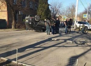 Авто с пятилетним малышом перевернулось от мощного тарана в Ростове