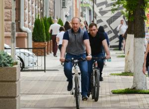 Приятно доехавший до работы на велосипеде Виталий Кушнарев оценил качество дорог в Ростове