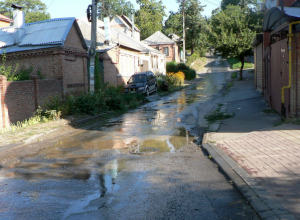 Прорыв трубопровода превратил часть Ростова в маленькую Венецию и попал на видео