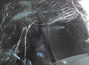 Люксовую иномарку расплющило гнилым сушителем на ростовской автомойке