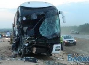 Первые фото с места аварии автобуса и КАМАЗа под Ростовом