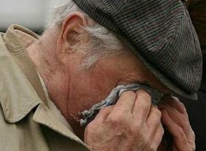 Трое бездельников угрозами заставили дедушку-инвалида купить себе «бутыль» на улице Ростова