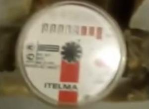 «Обезумевший» от постоянных отключений воды счетчик «удивил» жителя Ростова и попал на видео