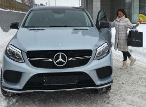 Футболист «Ростова» подарил жене «Mercedes GLE» на день рождения
