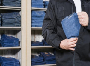 Грабителю магазина вещей в Ростовской области не понравился ассортимент товара