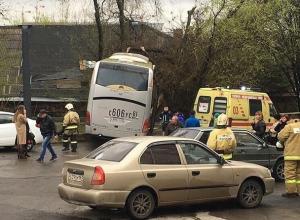 ДТП с пассажирским автобусом и иномаркой в Ростове попало на видео