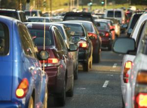 Министр транспорта назвал автомобили жителей Ростова неудобным излишеством и предложил их убрать из центра