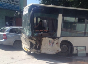 В Ростове в ДТП с участием автобуса № 4 один погиб, трое пострадали