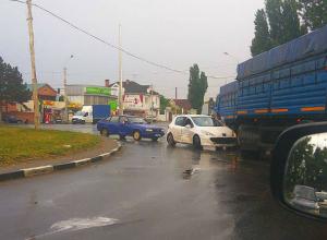 «Заблудившиеся» на кольце автомобили попали в ДТП и создали дорожный затор на въезде в Ростов