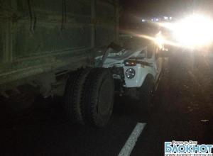 На трассе М-4 «Дон» «Нива» влетела под Камаз: водитель погиб