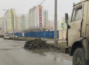 Неубранный снег уже три дня усложняет жизнь автовладельцам Ростова