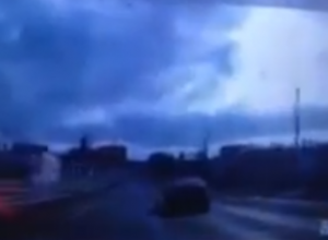 Коварно прыгнувшая с фуры навстречу водителю льдина устроила ДТП на трассе под Ростовом