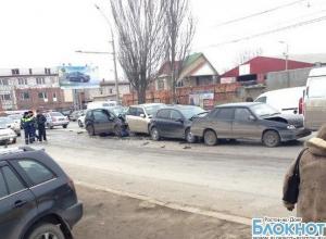 В Ростове на Вавилова столкнулись пять автомобилей: пострадали два водителя