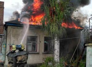Женщина погибла и мужчина обгорел во время страшного пожара в частном доме Ростовской области