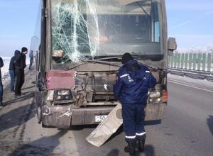 В Ростовской области автобус Москва - Ереван столкнулся с грузовиком МАН