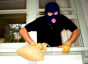 Объемная ноша на плечах ростовчанина вынудила жильцов многоэтажки обратиться в полицию