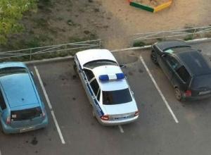 «Широкий» экипаж полиции, занявший сразу два парковочных места, не на шутку разозлил жителей Ростова