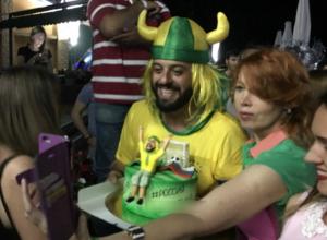 Взорвавший интернет бразилец Томер получил торт с «легендарной» фразой в Ростове