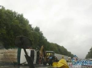 На трассе Ростов-Новочеркасск перевернулась фура