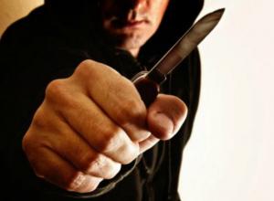 Пожилая женщина стала жертвой грабителя с ножом в парке в Ростовской области
