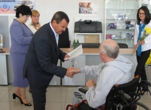 Жителям Ростовской области, пострадавшим от несчастных случаев на производстве, вручили автомобили