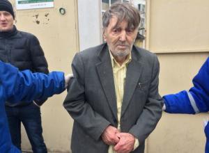 Неравнодушные прохожие умоляют найти родственников дедушки, потерявшего память в Ростове