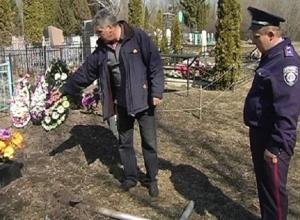 Житель Ростова по ночам срезал ограды могил на Северном кладбище
