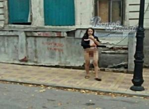 Неадекватная женщина без штанов, родившая в подполе ребенка, пугала своим видом ростовчан