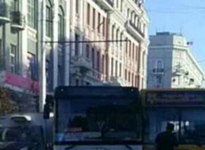 Гонки автобусов на Большой Садовой заблокировали проезд в самом центре Ростова
