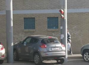 Преступные желания вызвал припарковавшийся на пешеходном переходе автохам у жителей Ростова