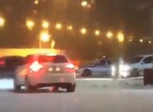 Батайчане устроили хоровод на автомобилях вокруг машины ДПС