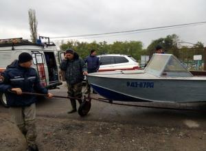В Ростовской области спасли рыбаков, просидевших двое суток на дереве во время разгула стихии