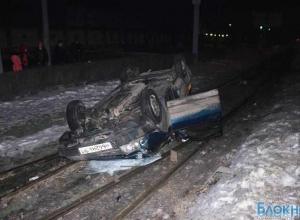 В Таганроге перевернулся автомобиль, пострадавшие сбежали с места ДТП