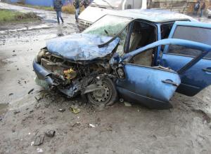 Молодой водитель легковушки погиб в жутком лобовом ДТП с самосвалом в Ростовской области