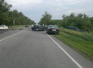 На трассе «Ростов-Ставрополь» при столкновении «Мерседеса» и «Мазды» погибла женщина-водитель