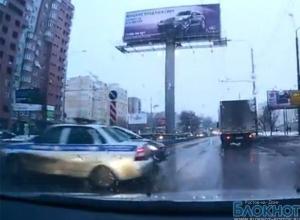 В Ростове сотрудники ГИБДД спровоцировали ДТП, переехав двойную сплошную (ВИДЕО)