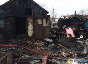 На Дону в пожаре погибли 3-летний ребенок и 18-летний юноша, еще двое детей и их мать пострадали