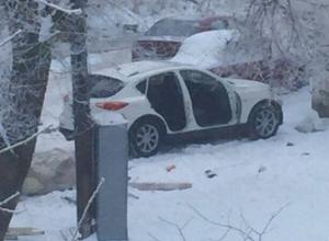 В Ростове неизвестные «раздели» «Инфинити»: с машины сняли двери и бампер