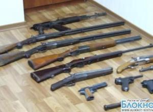 В Новочеркасске в подвале дома местного жителя обнаружен оружейный склад
