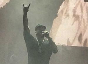 Тимати показал шесть фото концерта в Ростове, на котором он обидел фанатов