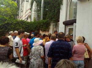 Беспросветная очередь в Водоканал шокировала ростовчан на видео